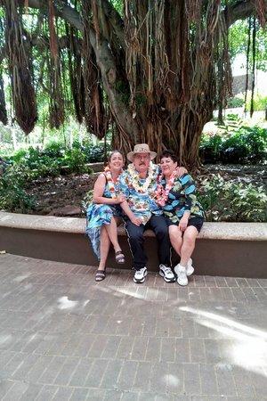 Hale Koa Hotel: Under the Banyan Tree