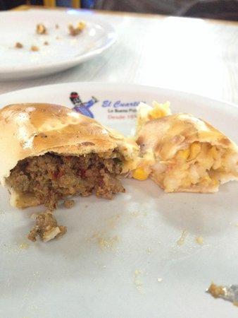 El Cuartito: Empanada de carne e de milho