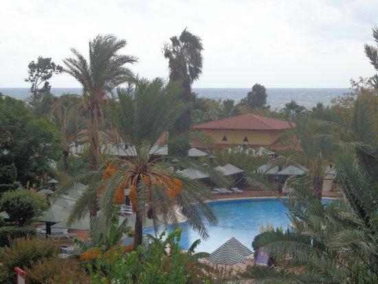 Belconti Resort Hotel: Территория очень красивая