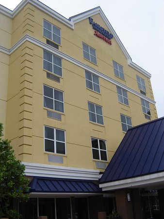 Fairfield Inn & Suites Orlando Lake Buena Vista: frente do hotel