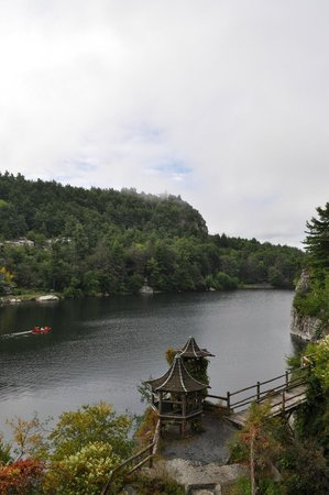 Mohonk Mountain House: Another view of the lake from our room.