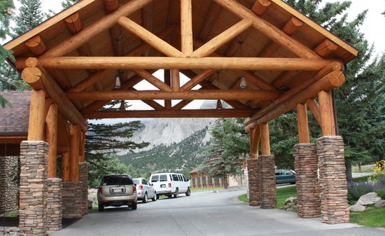 Mount Princeton Hot Springs Resort : Lodge Entrance