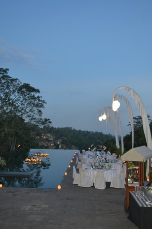 Alila Ubud: Pool area for a night time dining event