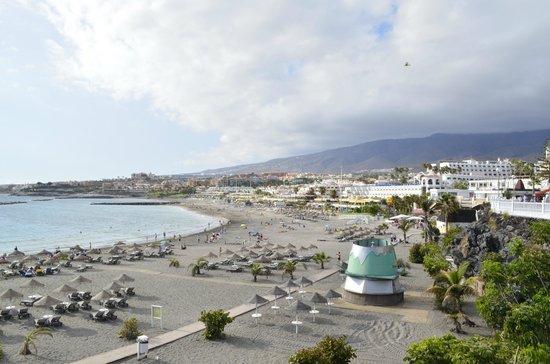 Iberostar Torviscas Playa: Playa Torviscas y al fondo playa Fañabe