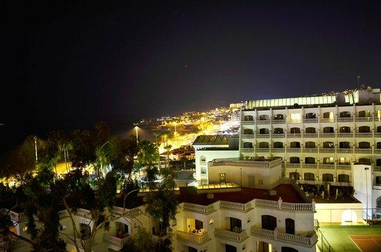 Iberostar Torviscas Playa: Adeje nocturno. Vista desde la habitación