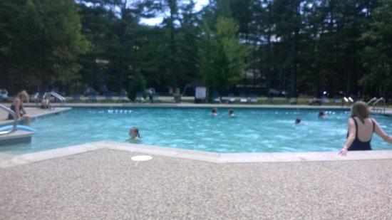 Attitash Mountain Village: Outdoor Pool