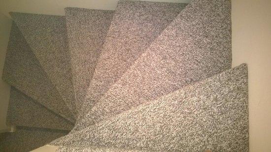 Attitash Mountain Village: Winding Stairs to Bedroom
