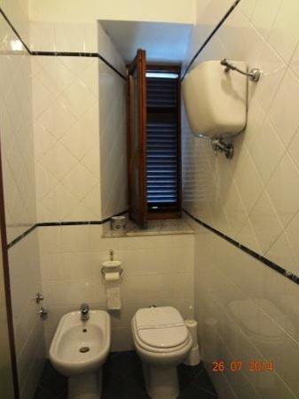 Hotel Chiusarelli: baño