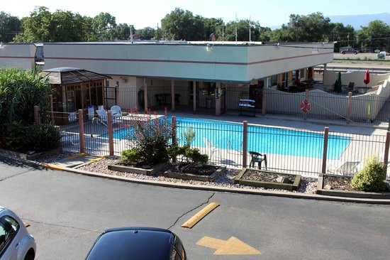Americas Best Value Inn & Suites Canon City: Nice pool with towels provided poolside. No diving.