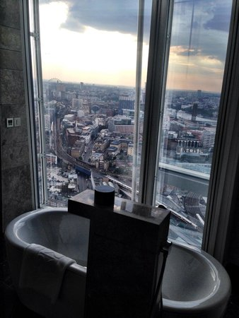 Shangri-La Hotel, At The Shard, London: That View from the Bath is just worth a stay in itself