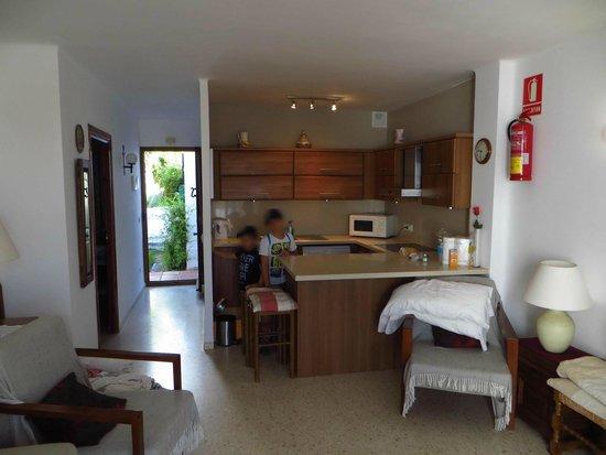 Nerja Villas Capistrano: vista cucina e ingresso