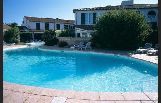 Piscine residence photo de residence le mail plage la for Residence piscine
