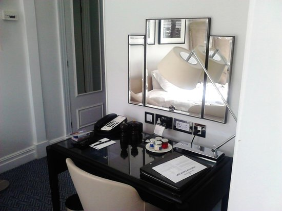 The Waldorf Hilton London: The desk in the Junior Suite