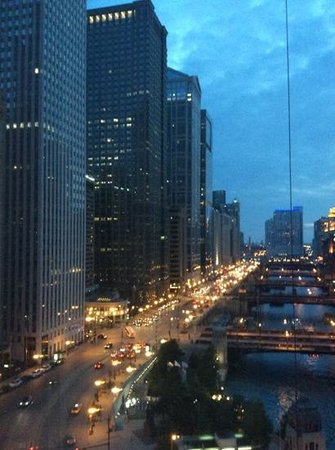 Wyndham Grand Chicago Riverfront: Early evening view