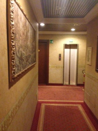 Mokinba Hotel King : Коридор
