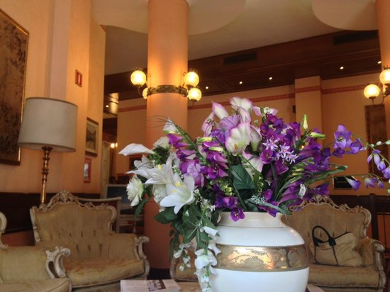 Mokinba Hotel King: Холл отеля