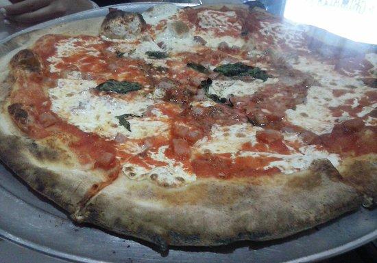 Grimaldi's Pizzeria: Grimaldi's pizza