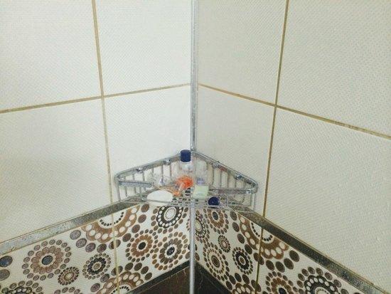 Hotelus Royal : önceki  müşteriye ait kullanılmış sabunlar hala banyomda
