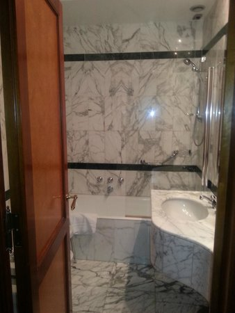Hotel Albani Firenze : Nice bathroom