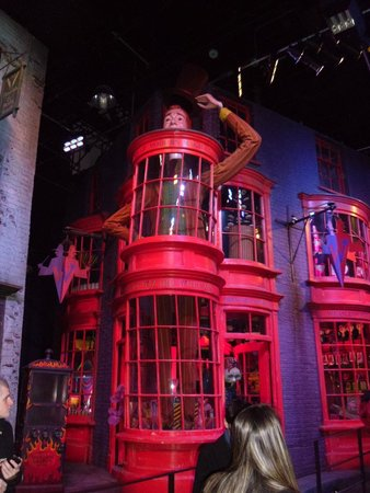 Warner Bros. Studio Tour London - The Making of Harry Potter: Diagon Alley