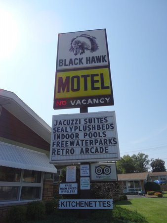 Black Hawk Motel & Suites: sign