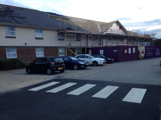 Premier Inn Lincoln (Canwick) Hotel: The building work and reduced parking.