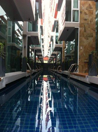 P10 Samui: la piscine couloir de nage
