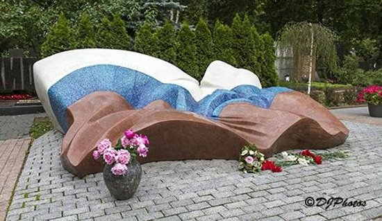 Novodevichy (New Maiden) Convent and Cemetery: Tomb of Boris Yeltsin