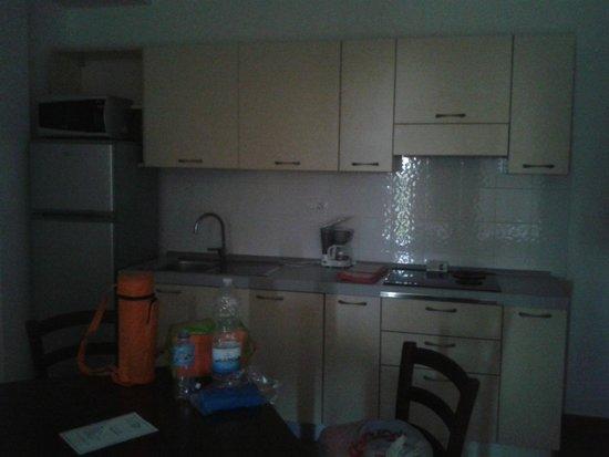 Poggio all'Agnello Country & Beach Residential Resort : La cucina, pulita e ordinata!