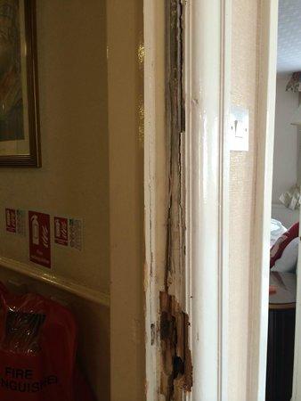 Savoy Hotel: Door would not lock