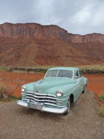 Red Cliffs Lodge: American road