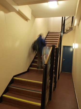 Euro Hostel Edinburgh Halls : stairs