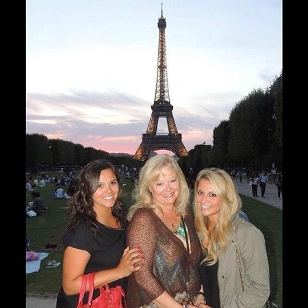 Left Bank Saint Germain : quick cab ride or bus ride to the Eiffel tower (with my daughters)