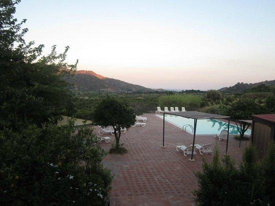 Agriturismo Fondo Cipollate: Pool at dusk