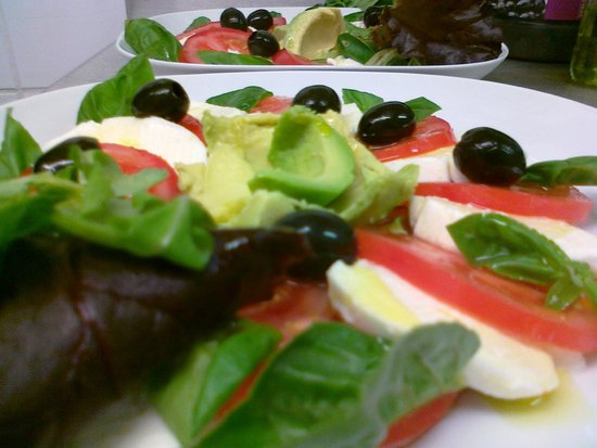Cafe del Art: Classic Italian Salad