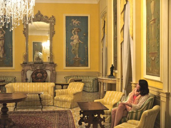 Imperial Hotel Tramontano : Relaxing  lounge with grand piano and entry onto veranda with seaviews