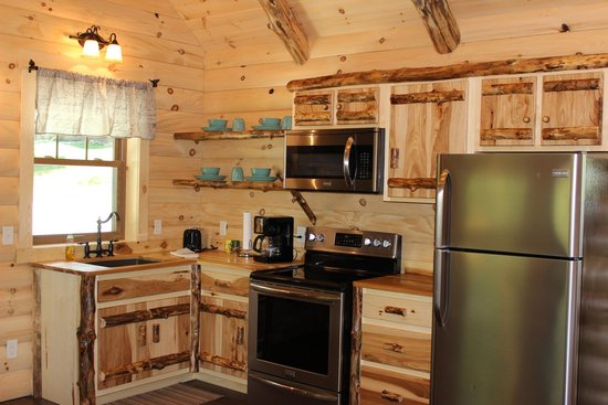 Coblentz Country Cabins: Dogwood Log Cabin Full Kitchen