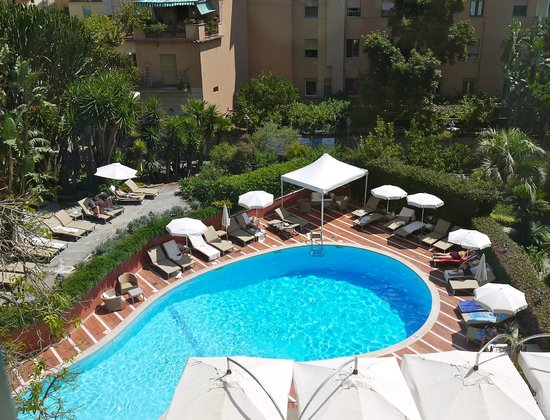 Imperial Hotel Tramontano: Excellently maintatined pool area, good loungers, parasols, daily towels