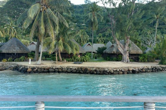 Sofitel Moorea Ia Ora Beach Resort : view FROM the pier to the land
