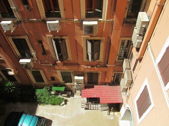 Hotel Andreotti : 窓を開けると