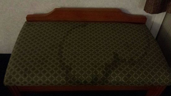Jefferson City Days Inn: Stained bench