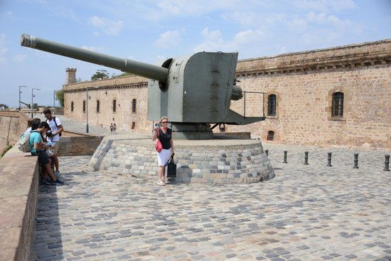 Montjuic Castle: One of several canons to help defend the city