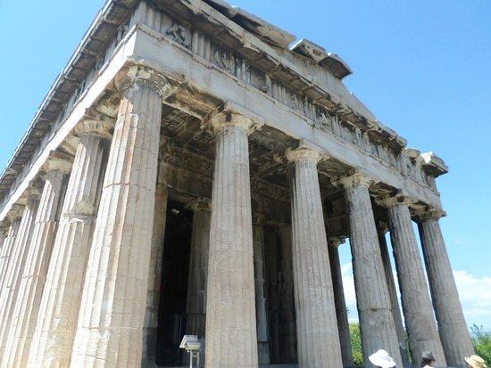 Agora: tempio