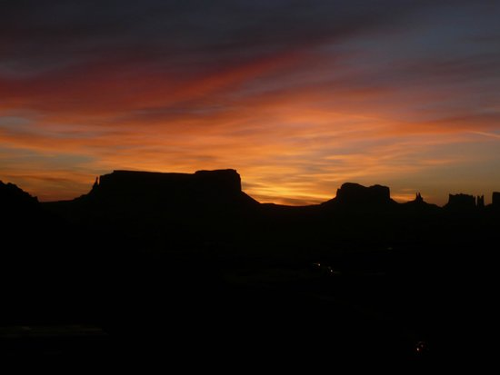 Goulding's Lodge & Campground : Lever de soleil sur Monument Valley