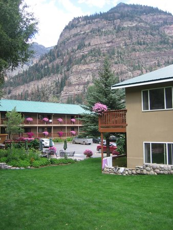 River's Edge Motel : Photo of the grounds