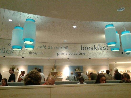 H2 Hotel Berlin Alexanderplatz: Sala colazione