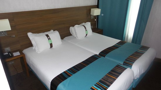 Holiday Inn Paris Montmartre 2 Twin Beds Room Our S Slid The Together