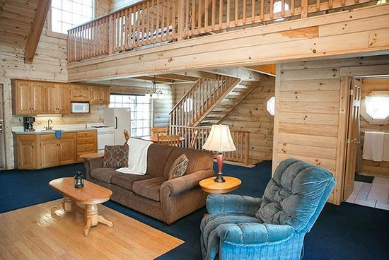 Coblentz Country Cabins: Blue Jay Log Cabin
