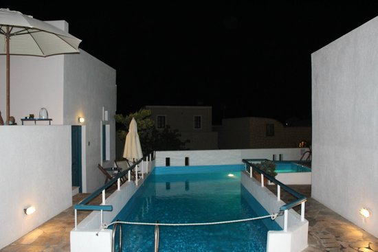 Oia's Sunset Apartments: The pool