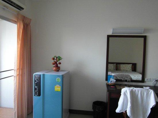 KV Mansion: frigo e scrivania
